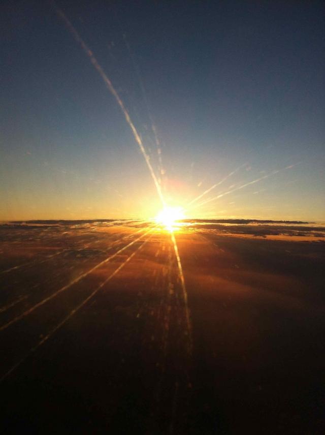 作品名称:飞机上的日出